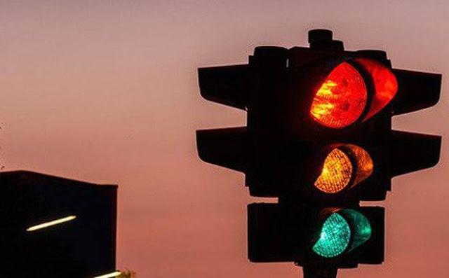Bắt đầu từ ngày hôm nay, ngày 01/01/2020: Xe máy vượt đèn vàng sẽ phạt lên đến 1 triệu đồng