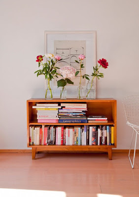Mini mid-century bookcases design