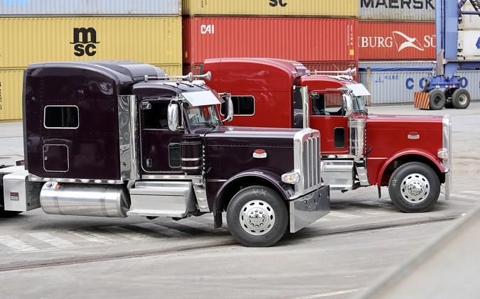 10 caminhões Peterbilt 389 desembarcam no Brasil através do Porto de Paranaguá