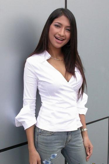 Rahma Azhari Angling