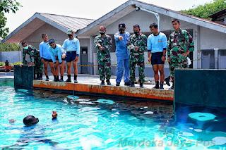 Uji Fungsi Senjata Bawah Air TNI AL di saksikan Oleh Danpuskopaska