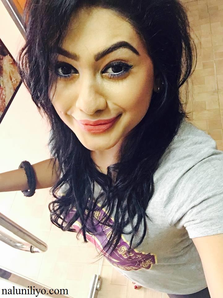 Piumi Hansamali ITN tv show selfies