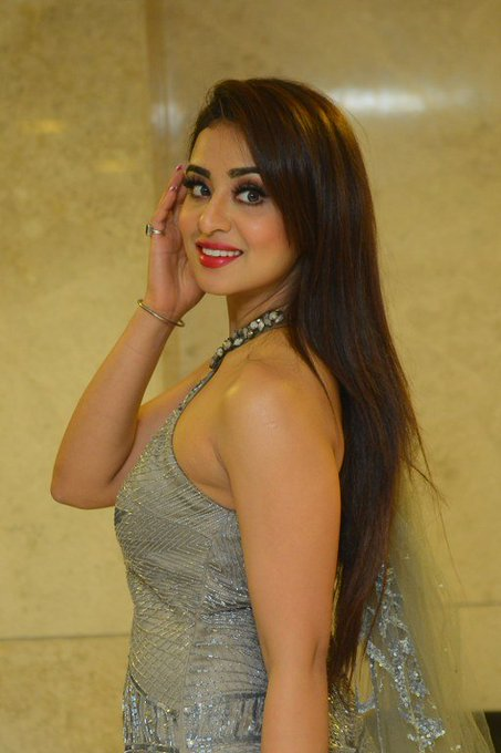 Musskan Sethi at Ragala 24 Gantallo Pre Release Event