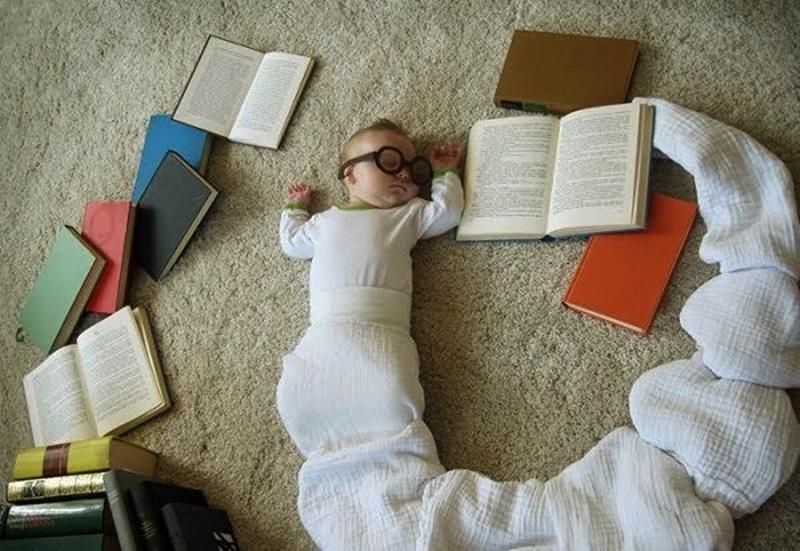 Bebeğinizi kitap kurdu yapacak yöntemler