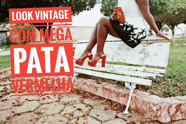 Vestido Vintage com Mega Pata Vermelha de Salto grosso