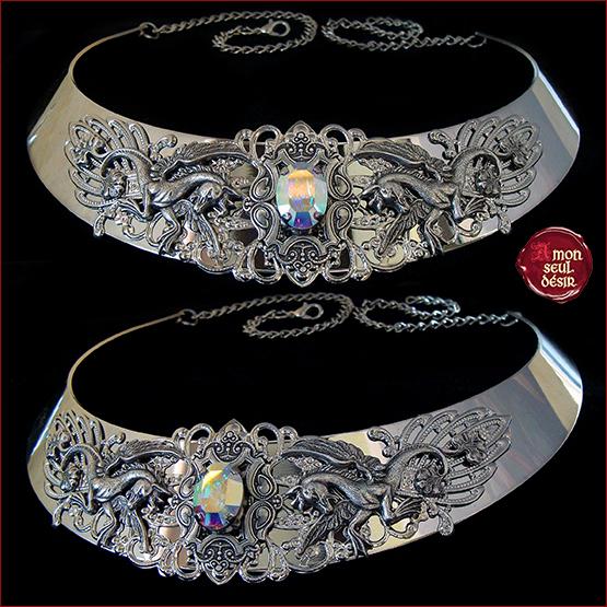 collier cheval ailé Pegase Mythologie medieval renaissance cristal AB arc en ciel reflets aurore boreale