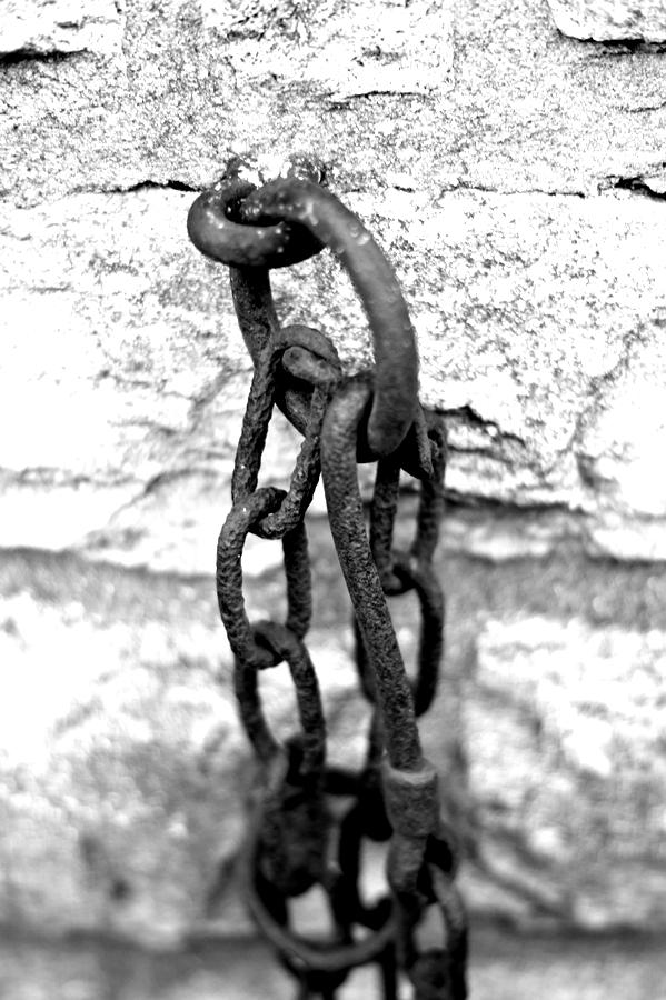 Blog + Fotografie by it's me! - fim.works - Magische Mottos - Strukturen & Rhythmen - SchwarzWeissBlick No 2 - rostige Kettenglieder