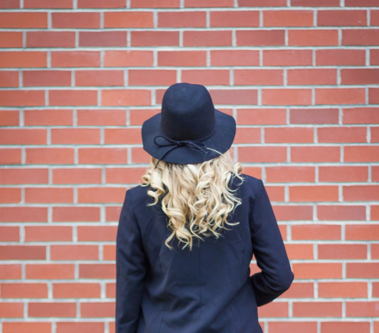 how to style a floppy hat