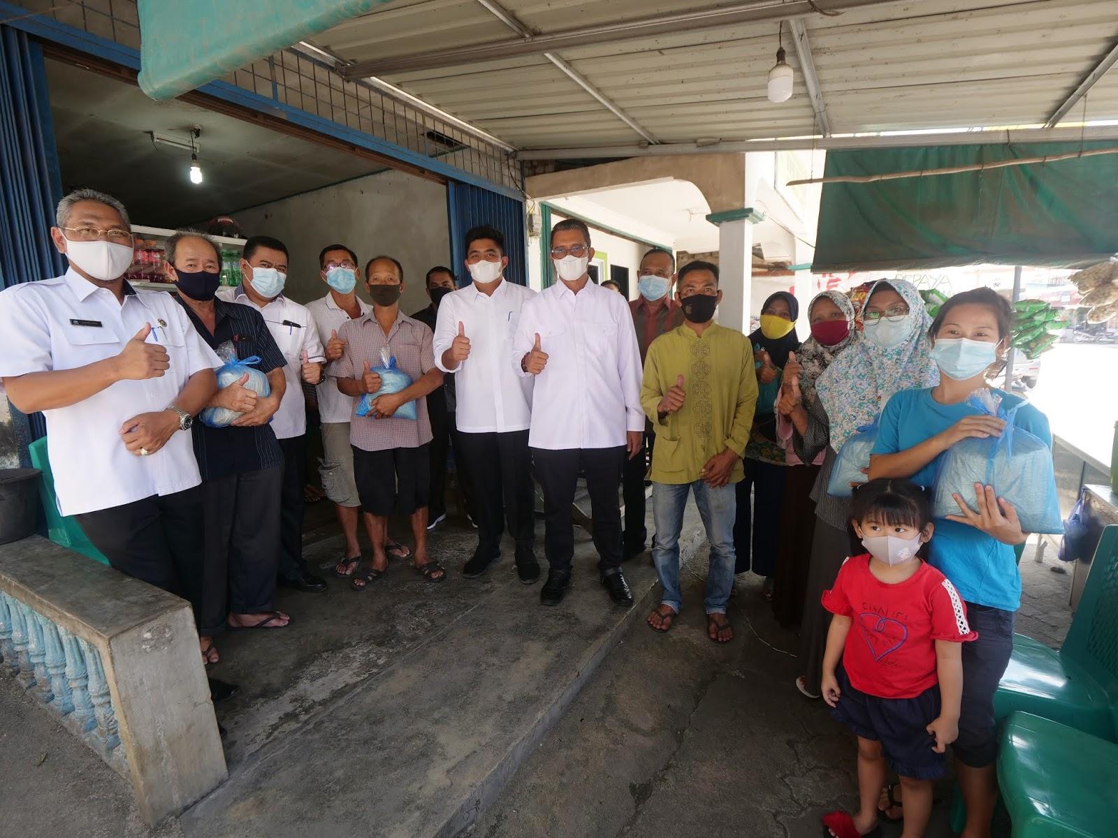 Sambangi Pedagang Kecil di Kawal, Apri dan Roby Sosialisasikan Bantuan Stimulus Tanpa Bunga Bagi Pelaku UMKM