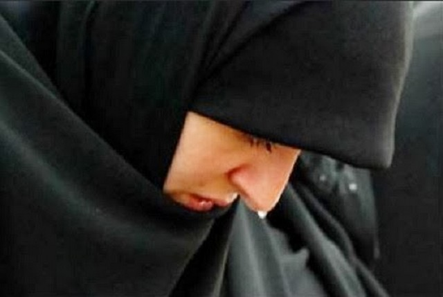 Gambar Kehidupan Gambar Wanita Muslimah Sedih Dan Kecewa