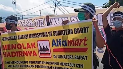 Puluhan Pedagang Lakukan Aksi Penolakan Nagari Mart
