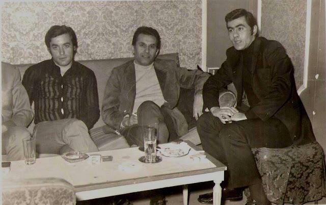"""Νίκος Πετσάνης, Νίκος και Λάκης Ξανθόπουλος στην """"Μπαρμπαρέλα"""". Θεσσαλονίκη 1970"""