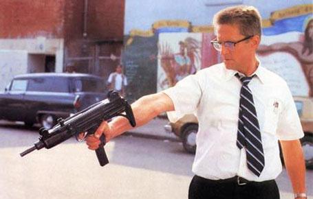 Foster pointing machine gun Falling Down 1993 Michael Douglas movieloversreviews.blogspot.com