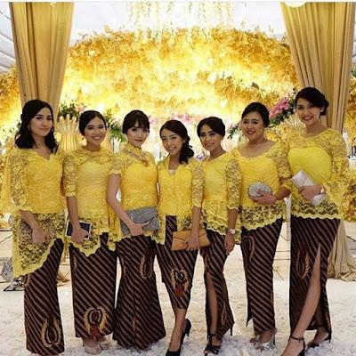 Model Kebaya Modern Broklat Kuning Rok Batik parang