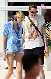 Kaia Gerber in tiny wet black bikini tongue kissing Pete Davidson in Miami Beach Pool Celebs.in Exclusive 006