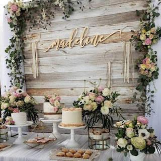Wooden backdrop with flowers for cake table decoration