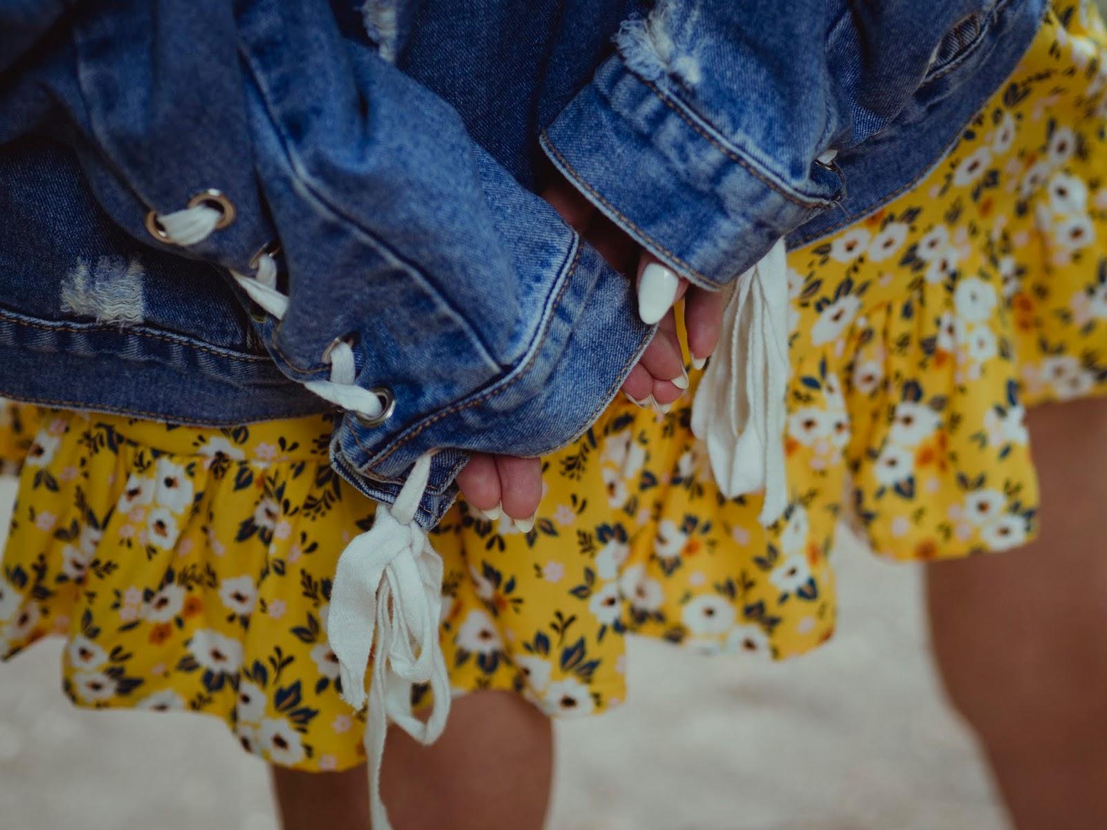 sukienka w kwiaty cropp jeansowa kurtka renee spinki z perełkami karyn blog modowy puławy