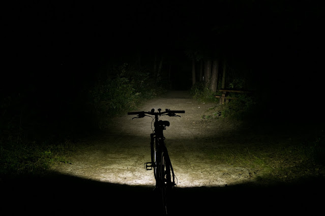 Wiązka światła w Lumintop B01