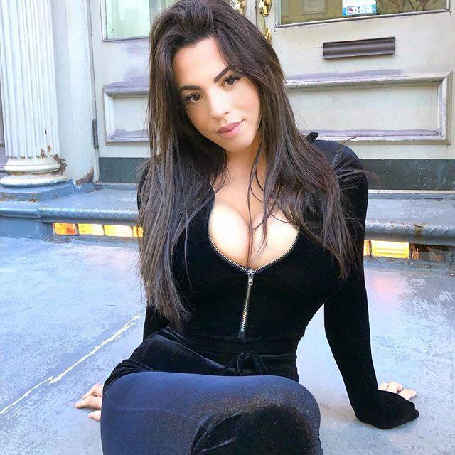 Danielley Ayala Photos