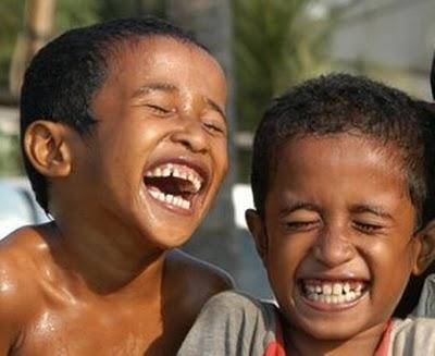 crianças Moçambique rir