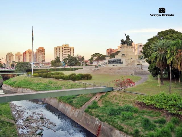 Fotocomposição com o Riacho do Ipiranga e o Monumento à Independência do Brasil - Ipiranga - São Paulo