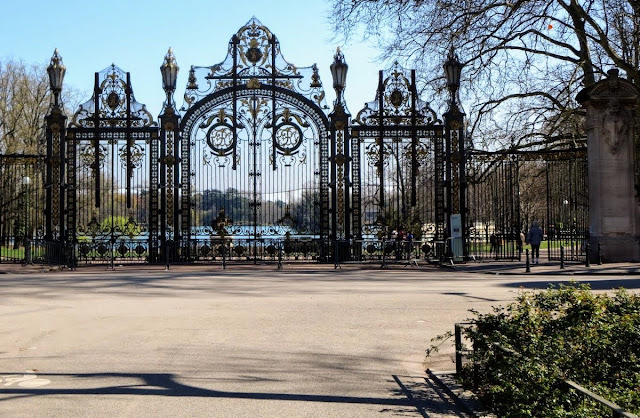 Things to do in Lyon France in 3 days: Entrance gate to Le Parc de la Tête d'Or