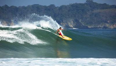 Surfing Pantai Sawarna