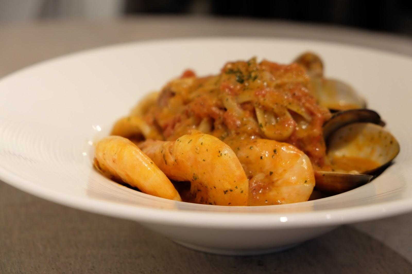 自家廚房|魔鬼藏在細節裡的番茄海鮮義大利麵 (示範:Moose A Maze 麋鹿·迷路 / 附食譜)