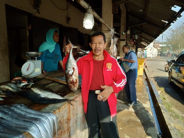 Kuliner Ikan Bakar di Pantai Jayanti