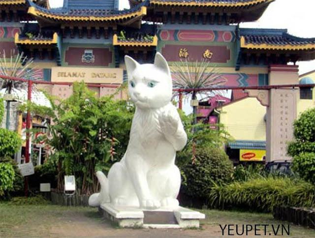 """Sự hấp dẫn lạ kì của Thành phố Mèo"""" Kuching, Malaysia"""