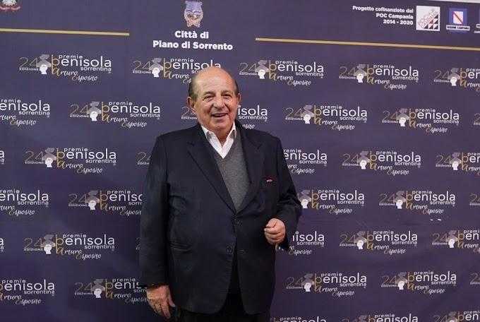 """Torna a Surriento, c'è anche Magalli: il conduttore tra i protagonisti del Premio """"Penisola Sorrentina"""""""