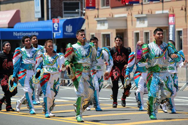 Imagen de los caporales San Simon en el desfile ecuatoriano en queens NYC