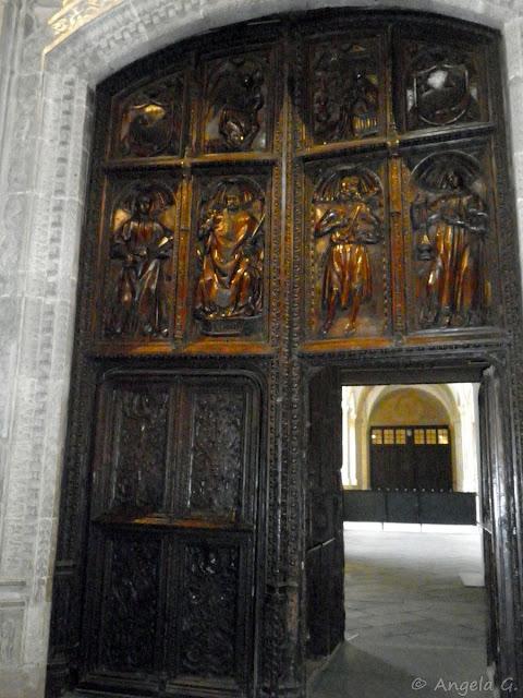 Puerta de acceso a la Catedral desde el Claustro