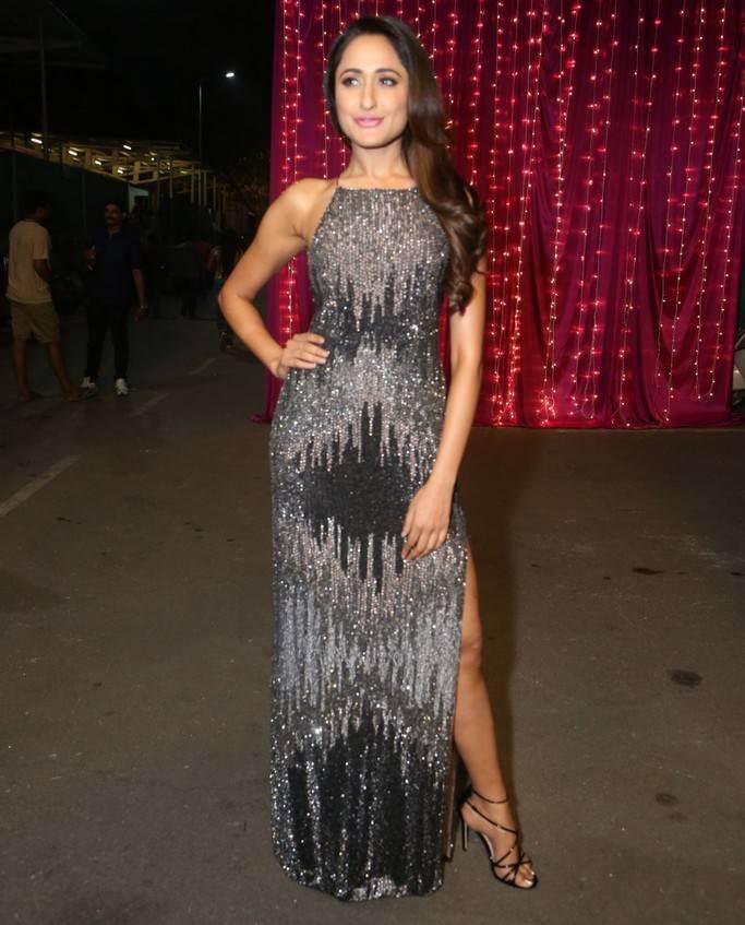 Pragya Jaiswal At Zee Telugu Apsara Awards 2017 In Black Dress