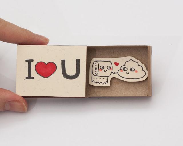 Tarjeta miniatura en caja de cerillos reciclada