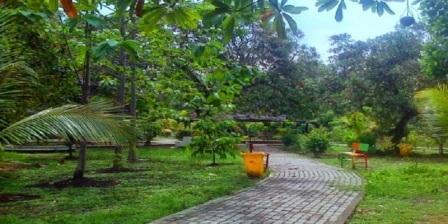 Taman Hutan Kota Alun-Alun Bekasi