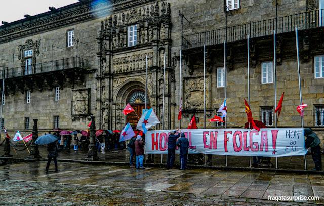 Piquete grevista no Parador de los reyes Católicos de Santiago de Compostela