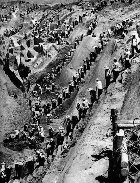 Milhões de homens foram enviados como escravos para obras de infraestrutura