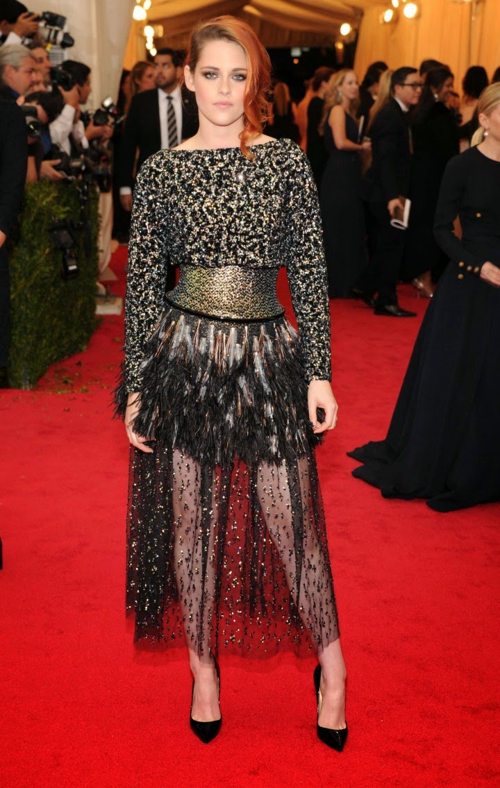 kristen stewart goes edgy in a chanel couture dress at the
