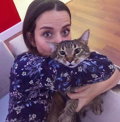 poze rare Irem Helvacioglu  si iubitul ei pisic