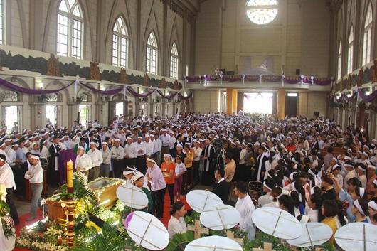 Ngày thứ Ba: Kính viếng và cầu nguyện cho Đức cha Phanxicô Xaviê Nguyễn Văn Sang - Ảnh minh hoạ 21