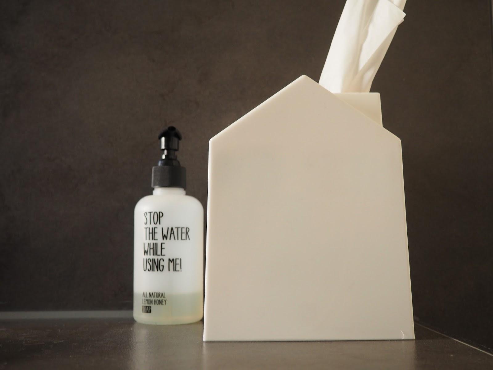 v llig aus dem h uschen kosmetikt cher aufbewahren ordnungsliebe. Black Bedroom Furniture Sets. Home Design Ideas