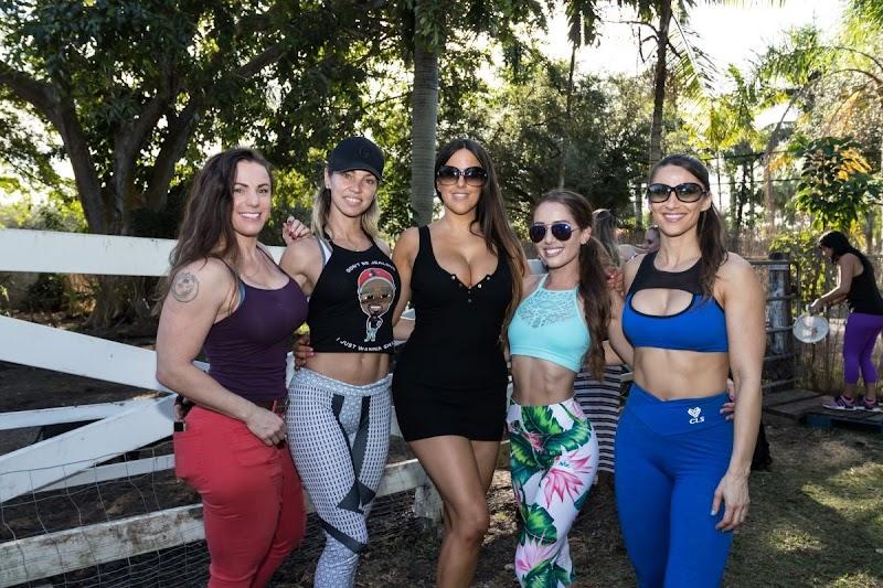 Claudia Romani, Anais Zanotti, Carol Paredes, Linda Durbesson And Melissa LoriVolunteering at Aguacate Sanctuary of Love 15 Dec-2019