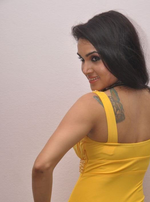 Kavya Singh Tattoo pics, Kavya Singh hot back, Kavya Singh in yellow dress