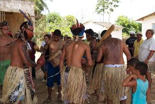 Indígenas bloqueiam acesso à praia de Gramame em protesto contra pedido de reintegração de posse