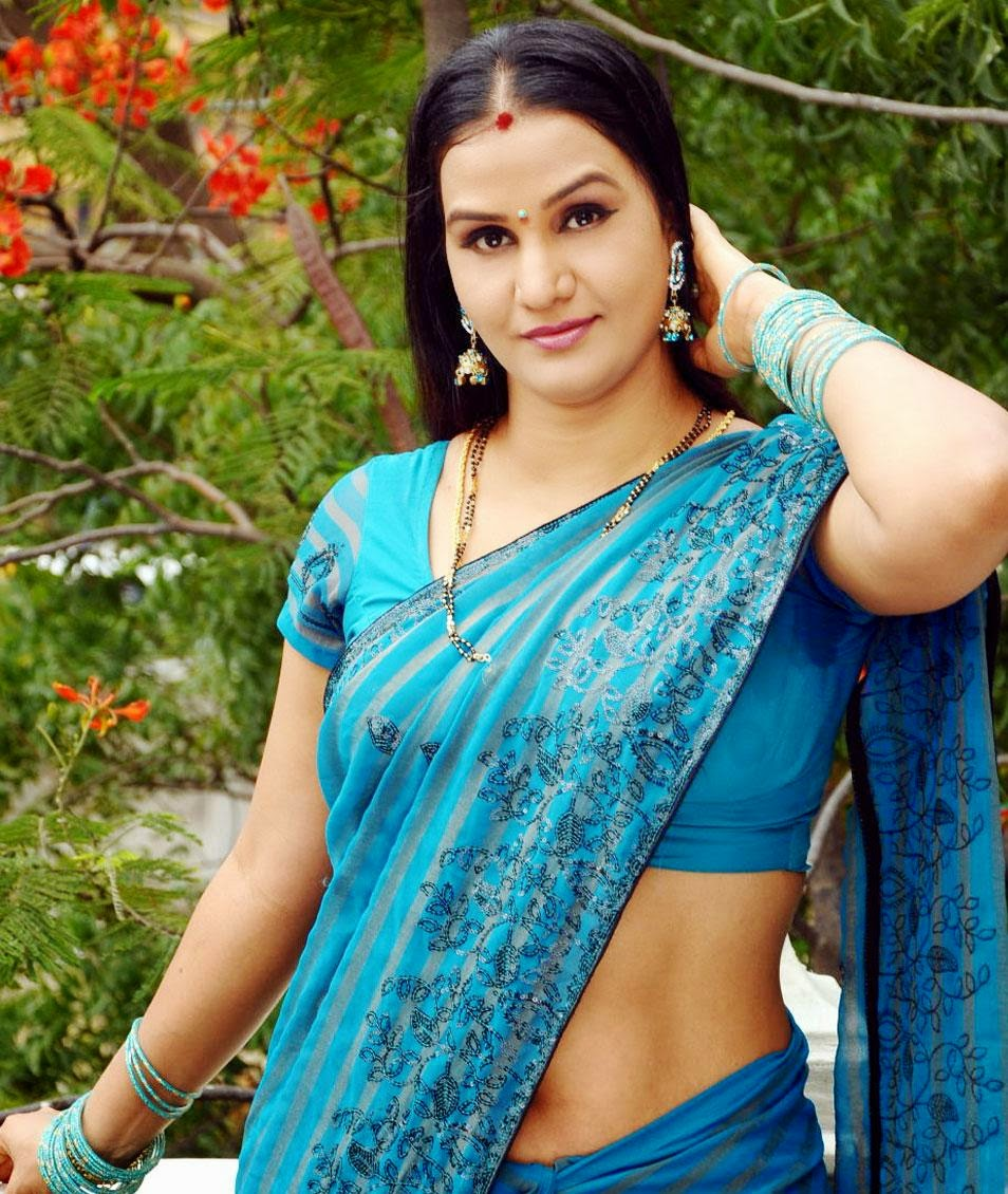 Mallu Aunty Hot Navel Show HD Photos In Saree_Mallu Navel