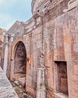 Fachada traseira do Panteão Nacional de Roma