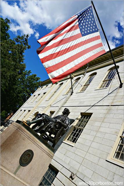 Estatua de John Harvard