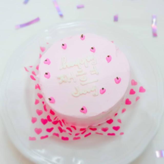 JAEHYUN NCT KOREAN CAKE