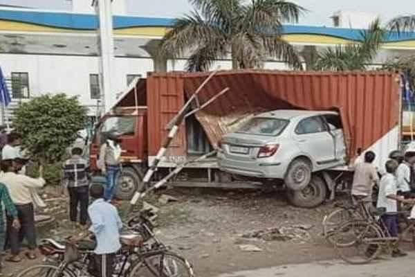 faridabad-highway-car-accident-mewla-maharajpur-news-12-august